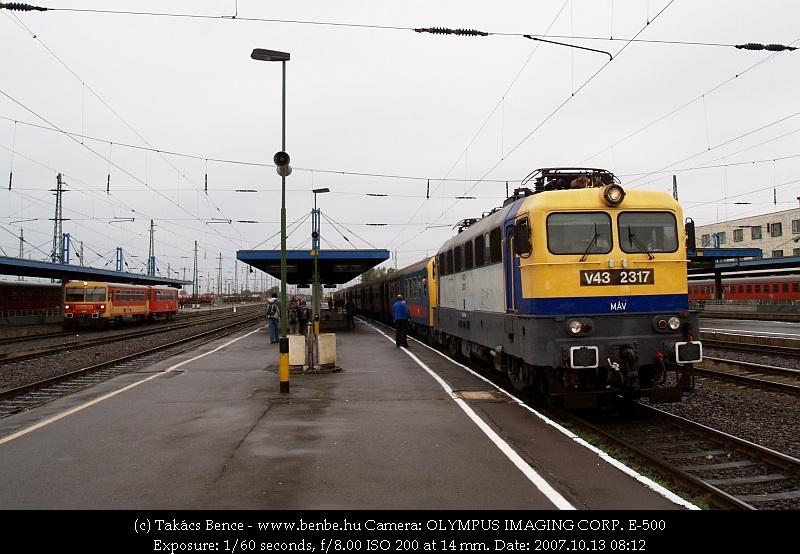 V43 2317 Debrecen állomáson fotó