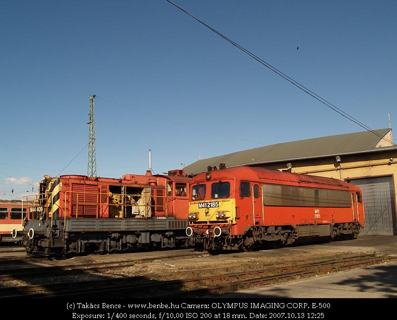 M44 409 és M41 2185 Debrecenben fotó