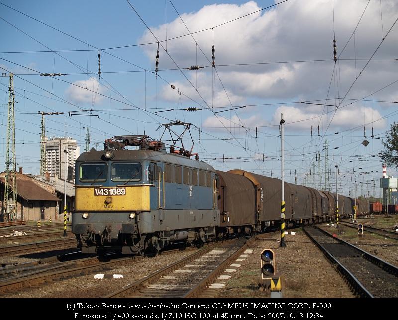 V43 1089 tehervonattal Debrecenben fotó