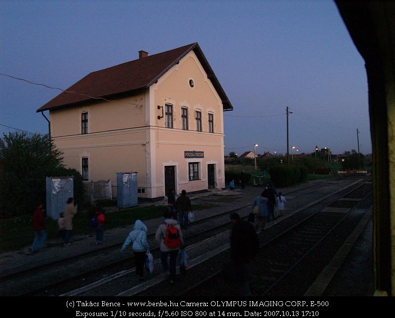 Pocsaj-Esztár állomás felvételi épülete fotó