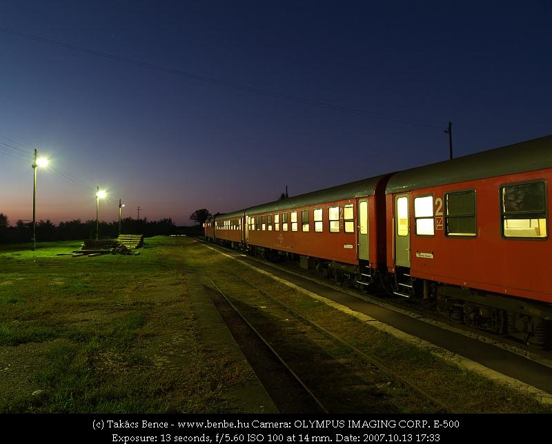 MDmot motorvonat Nagykereki állomáson a naplemente fényeiben fotó
