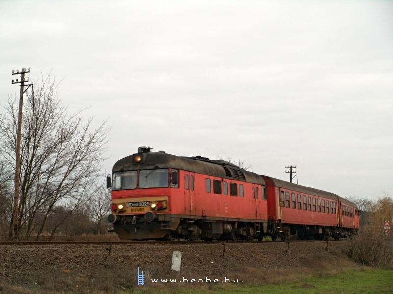 MDmot 3025 Konyár ex-állomásról indul fotó