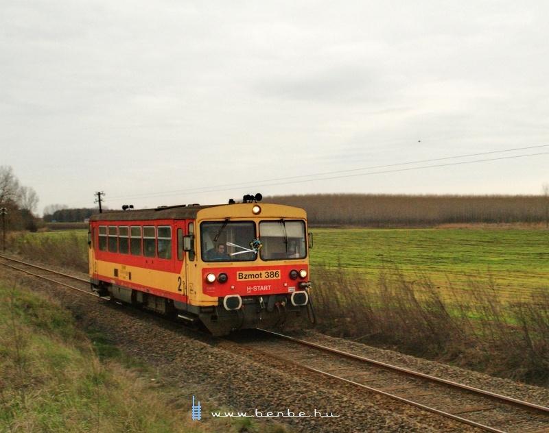 The Bzmot 386 between Sáránd and Hajdúbagos on line 107 again photo