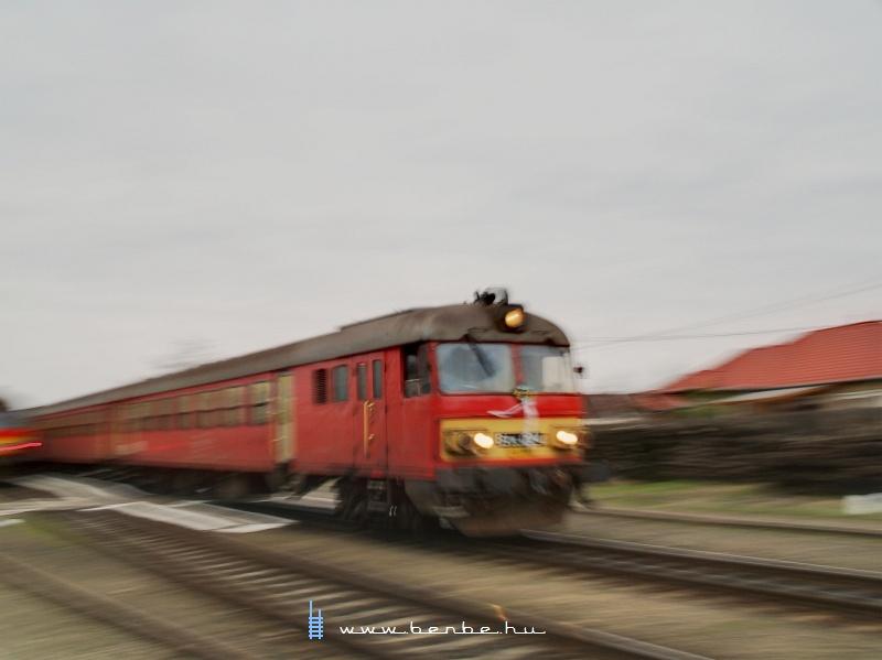 Btx 024 gyorsít ki a sárándi vasútállomásról fotó