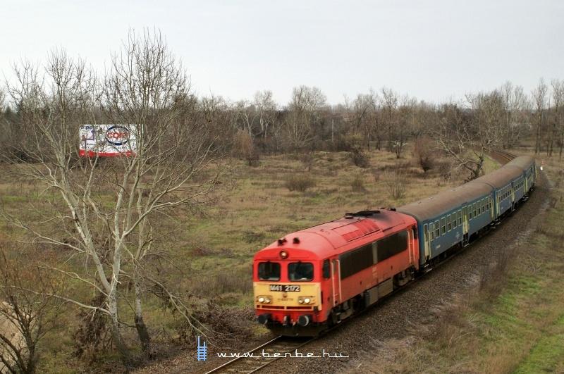 M41 2172 MD-pótló vonattal indul Füzesabonyba fotó