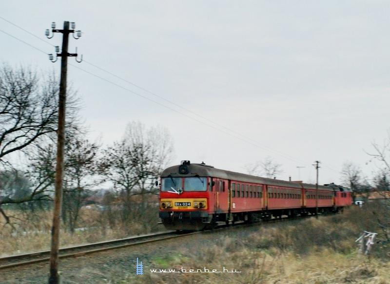 Btx 024 Sárándról gyorsít ki Létavértes felé fotó