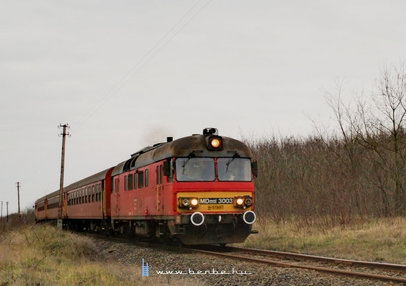 MDmot 3003 Hosszúpályi és Hajdúbagos között félúton egy földút átjárójánál fotó