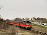 The MDmot 3015 departing from S�r�nd t Debrecen