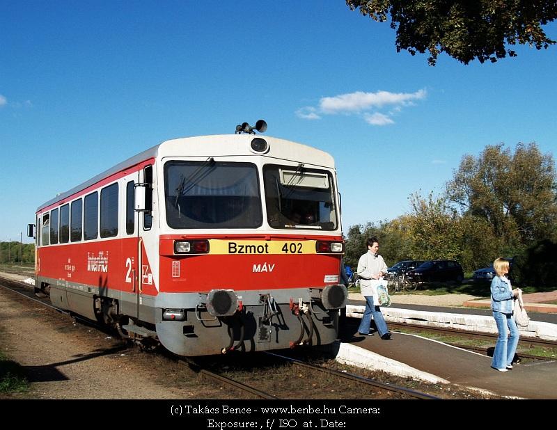 Bzmot 402 Nagyecsed állomás harmadik vágányán fotó
