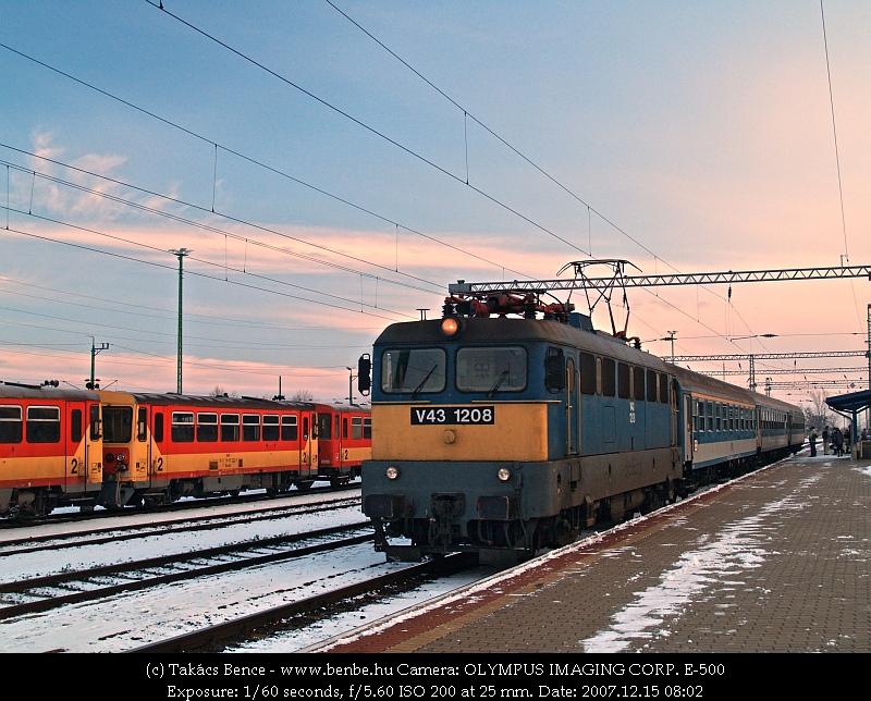V43 1208 Veszprém (külsõ) állomáson fotó