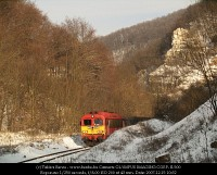 The special train with M41 2108 in a wider part of the Cuha valley