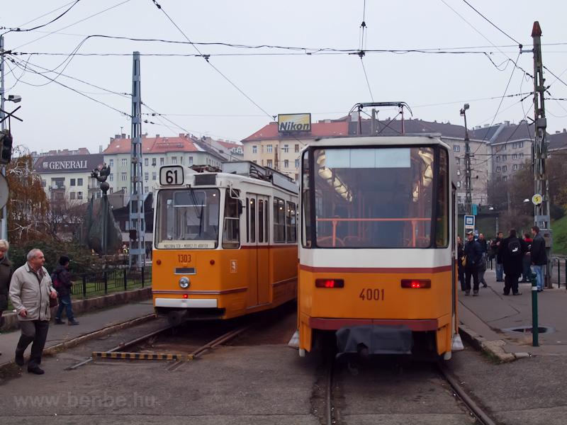 Az 1303-as és a 4001-es korszerűsített villamosok a Széll Kálmán téren fotó