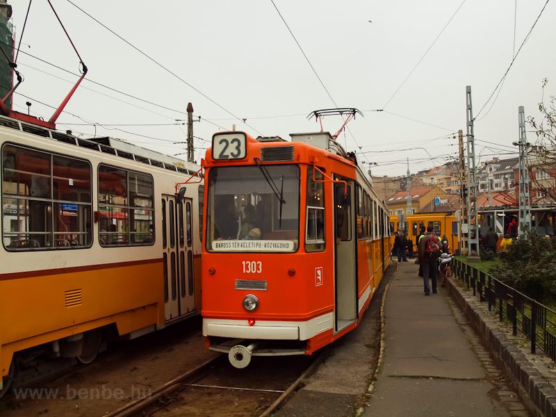 Az 1303-as korszerűsített villamos a Széll Kálmán téren fotó