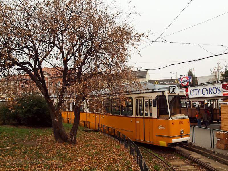 A 1352-as KCSV7 a Széll Kálmán téren fotó
