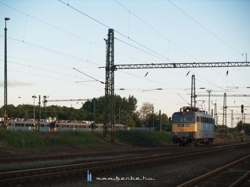 V43 1046 jár be a békéscsabai fûtõházba fotó