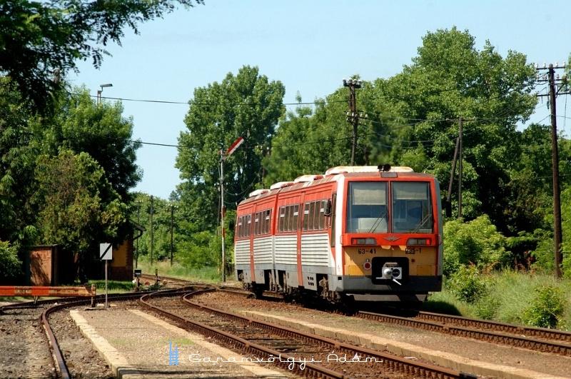 6341 035-1 Székkutasról Szegedre indul fotó