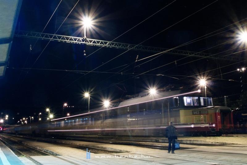 V43 1115 Békéscsabára érkezik a Dacia EuroNight-tal Bukarestbõl fotó