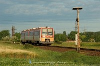 The 6341 028-6 is passing the foresignal of the triangle at B�k�scsaba
