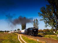 A MÁV Nosztalgia kt. 424,247 Örkény és Táborfalva állomások között a Kiskunságban