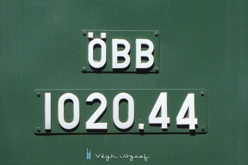 1024.44 mozdony büszke táblája fotó