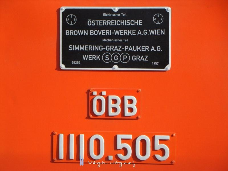 1110.505 gyári- és pályaszám-táblája fotó