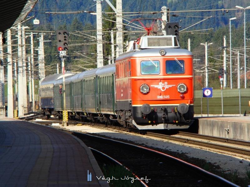Az ÖBB 1110.505 pályaszámú nosztalgia-villanymozdonya Wörglben fotó