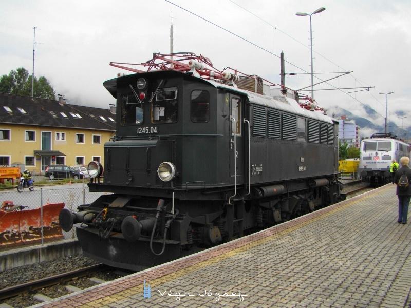 Az ÖBB 1245.04 pályaszámú mozdona Wörglben fotó