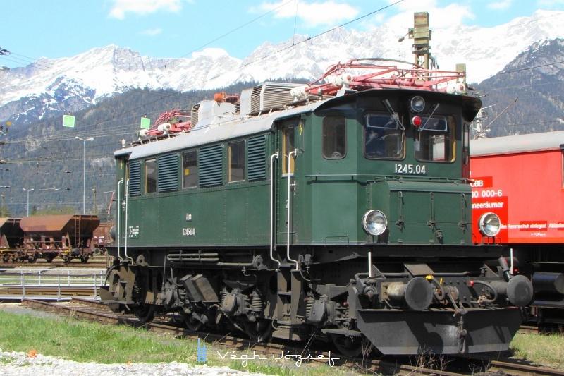 Az ÖBB 1245.04 pályaszámú mozdona Saalfeldenben  fotó
