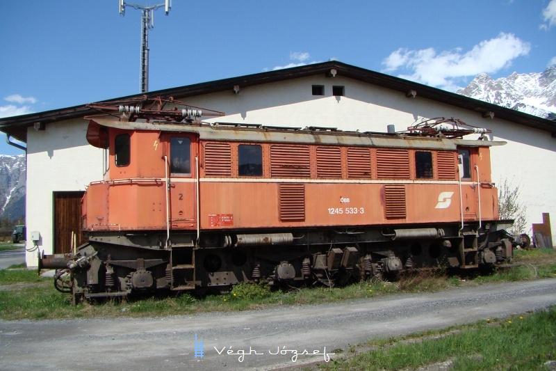Az 533-as pályaszámú 1245-ös a saalfeldeni fűtőház mellett leállított alkatrészdonor fotó