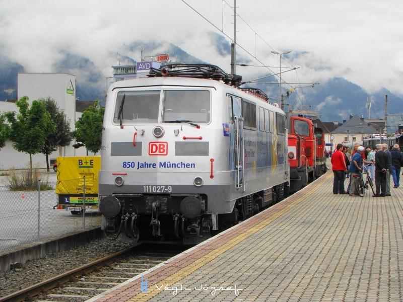 A DB 111 027-9 pályaszámú reklámmozdonya Wörglben   fotó
