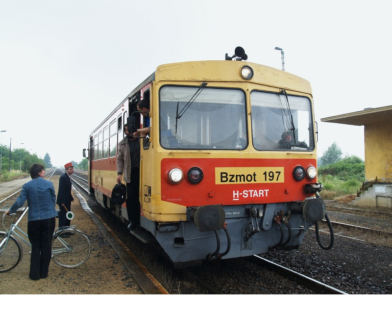 The Bzmot 197 arriving at Gelse photo