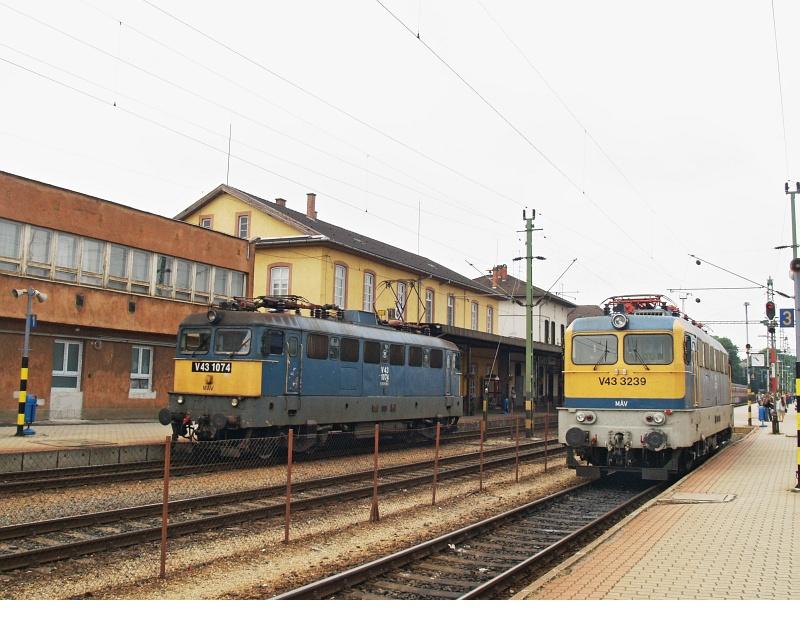 V43 1074 és 3239 Nagykanizsán fotó