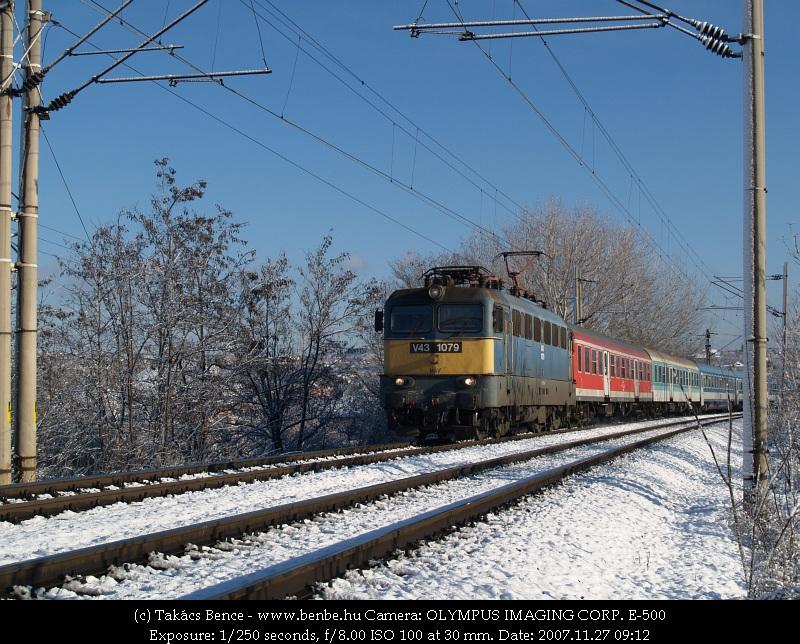 InterCity kis kiegészítéssel Pécsre tart fotó