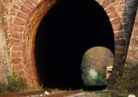 Bzmot 373 kacsint bele a balatonakarattyai alagútba