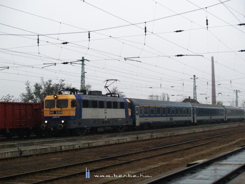 V43 2358 Karcagon fotó