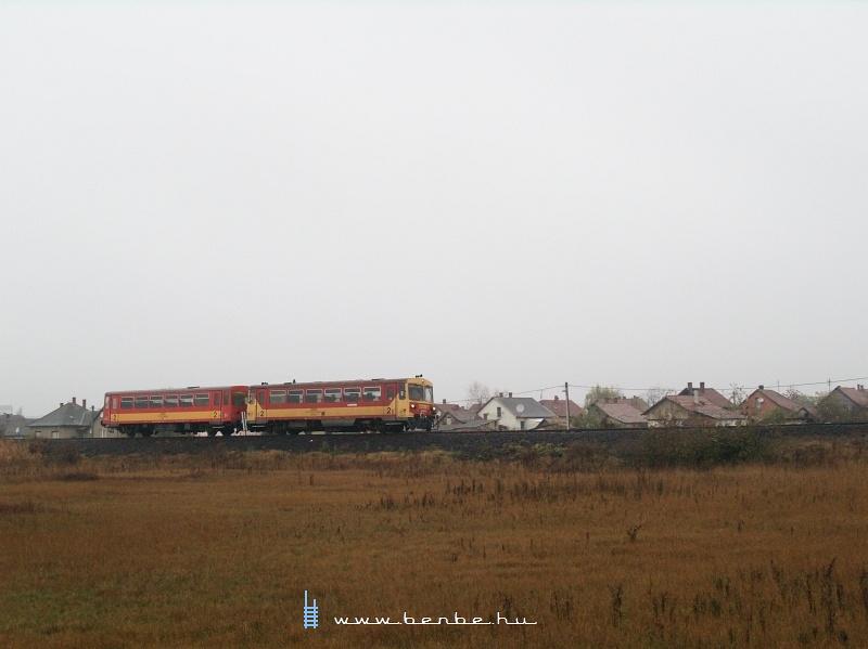 Bzmot 383 Karcagra érkezik a 103-as vonalról fotó