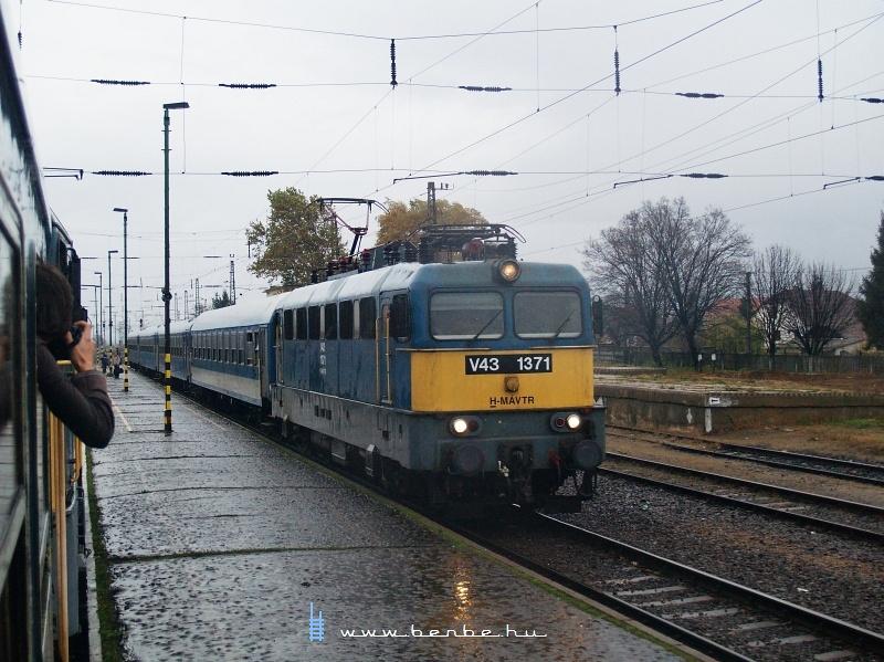V43 1371 Rakamazon fotó