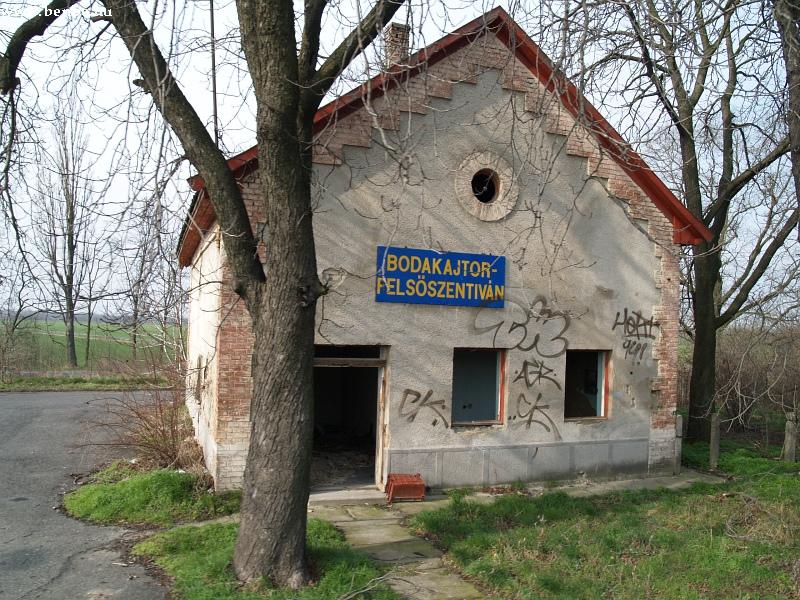 Bodakajtor-Felsõszentiván felvételi épülete fotó