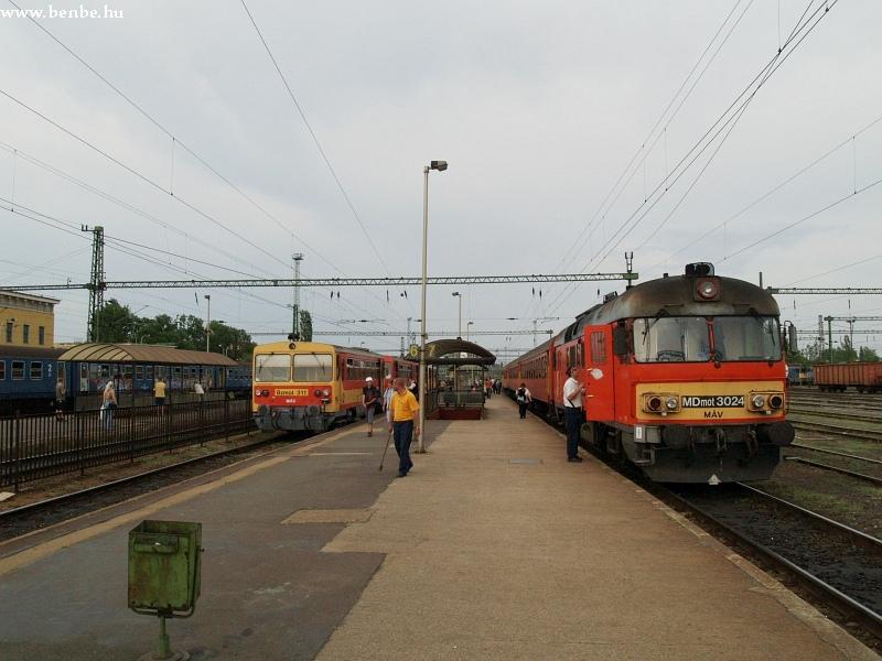 MDmot 3024 és Bzmot 311 Székesfehérvár állomáson fotó