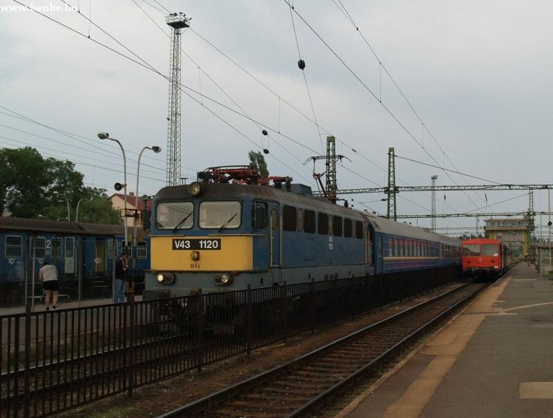 V43 1120 Székesfehérvár állomáson a Maestral vonattal fotó