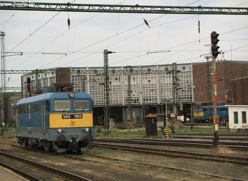 V43 1183 Székesfehérvár állomáson fotó