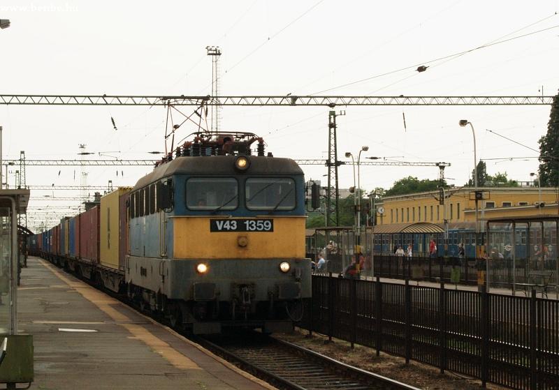 V43 1359 Székesfehérvár állomáson fotó
