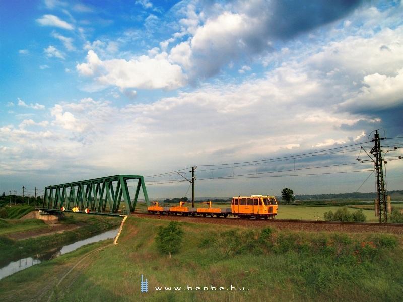 TVGnh 1218 (vagy javítsd, ha tévedek!) a simontornyai Sió-hídon fotó
