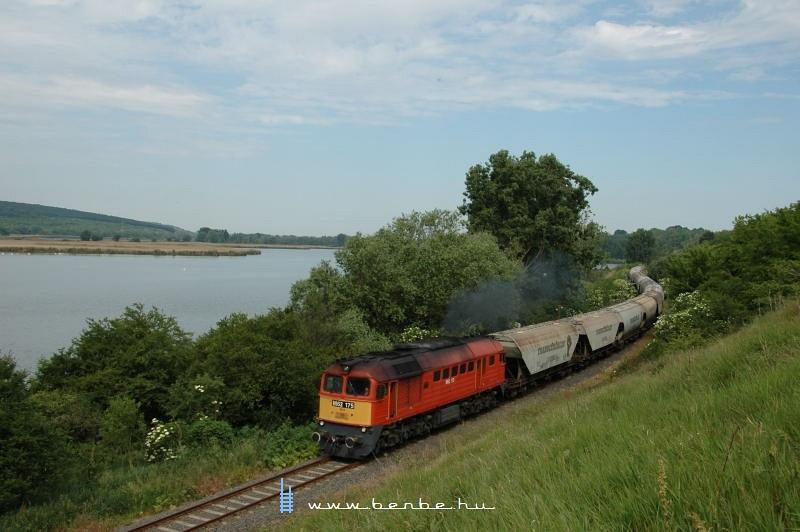 M62 175 Alsómajsa és Pacsmag között a Keszõhidegkút-Gyönk - Tamási vasútvonalon fotó
