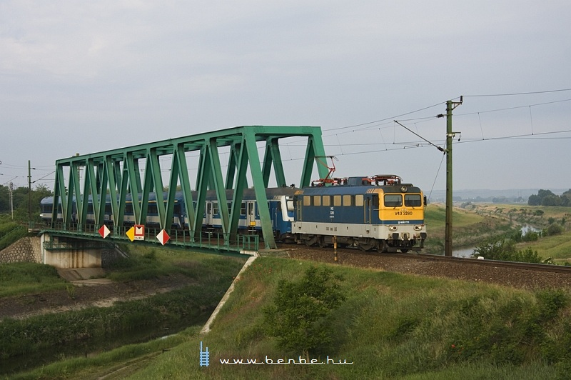 V43 3280 a simontornyai Sió-hídon fotó