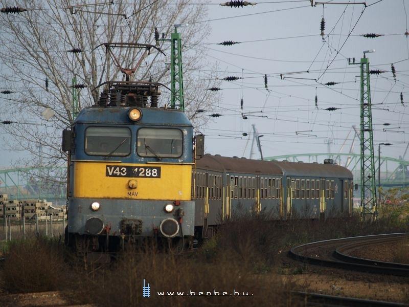 V43 1288 Komáromban fotó