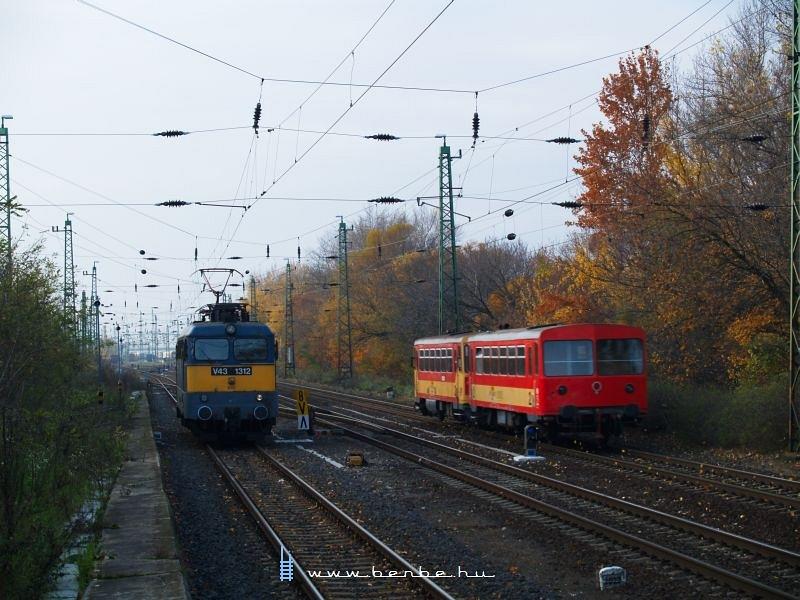 Bzmot 326 és V43 1312 Komáromban fotó