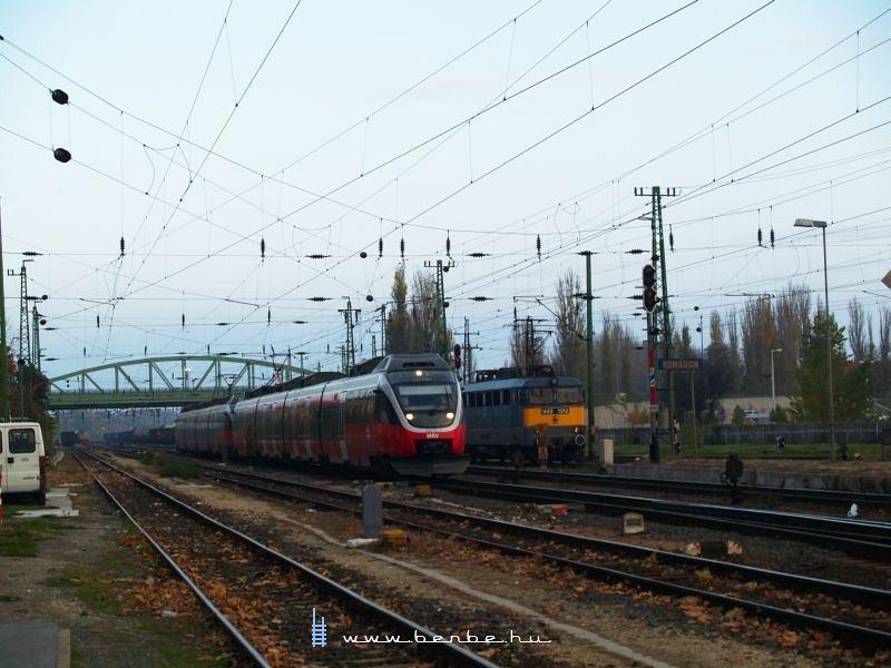 5342 001-4 és V43 1312 Komáromban fotó