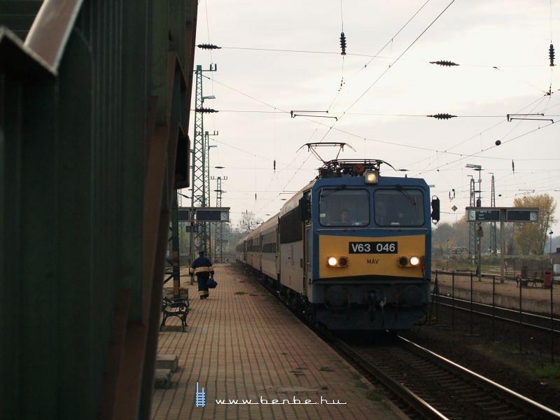 V63 046 Komáromban fotó