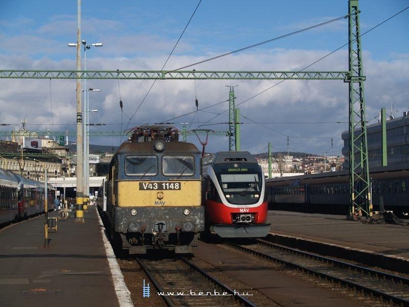 5342 009-7 és V43 1148 a Déliben fotó